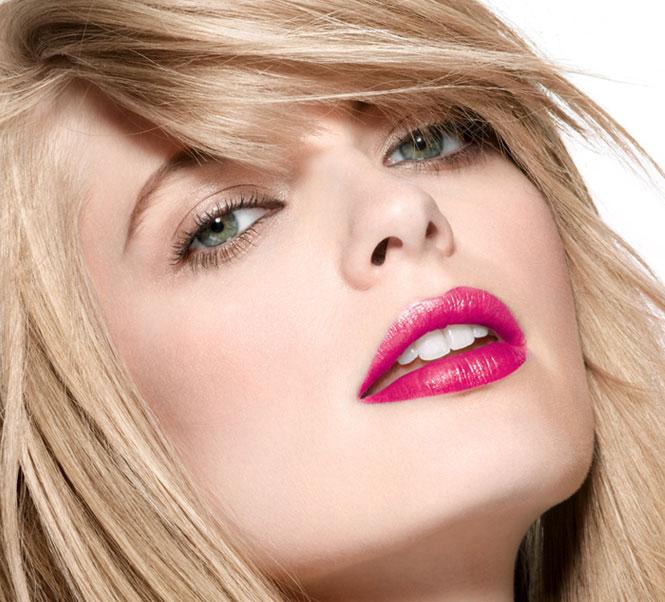 SS14-lipstick_model-shot_133315
