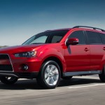 2012-Mitsubishi-Outlander-SE-front-side-view