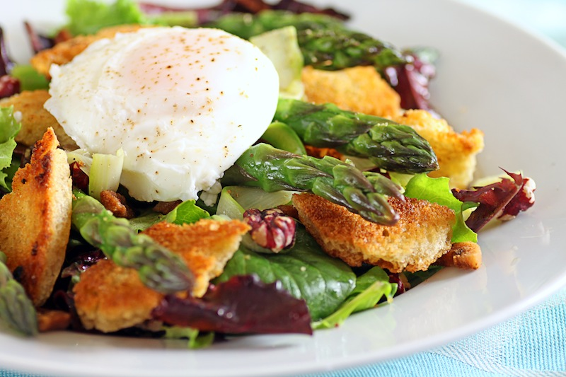 Poached egg and asparagus salad3