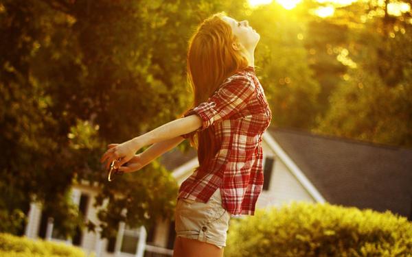 model_girl_liked_sunlight-wide