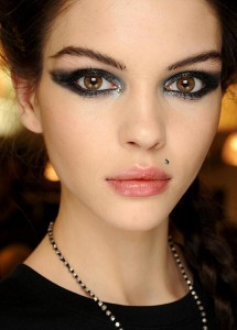 Jean-Paul-Gaultier-Spring-2013-Couture-backstag-bauty-and-makeup-1