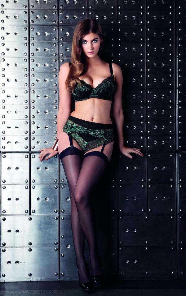 fauve_bielizna_wizerunkowe_agnes-noir-underwired-padded-half-cup-bra-0361-thong-0367-suspender-0368