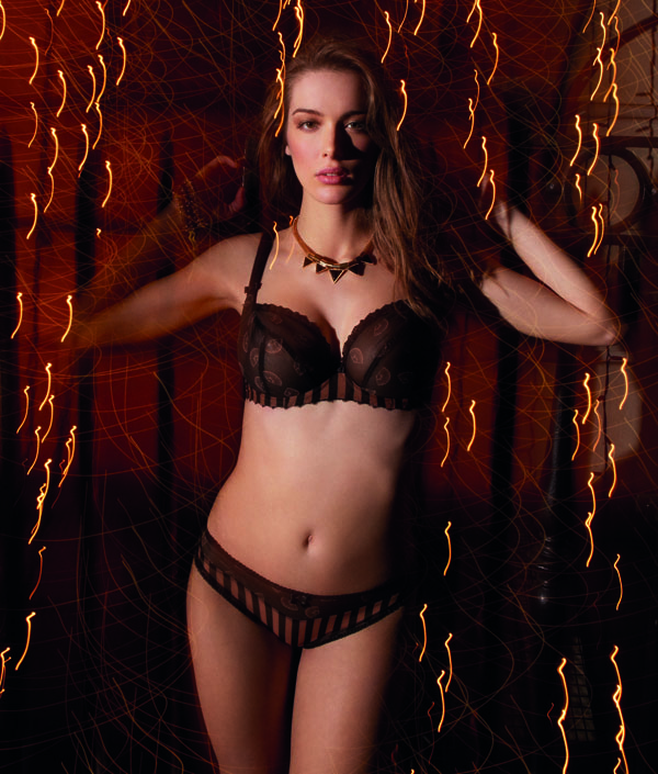 freya_bielizna_fan-tastic-noir-underwired-plunge-balcony-bra-1511-thong-1517