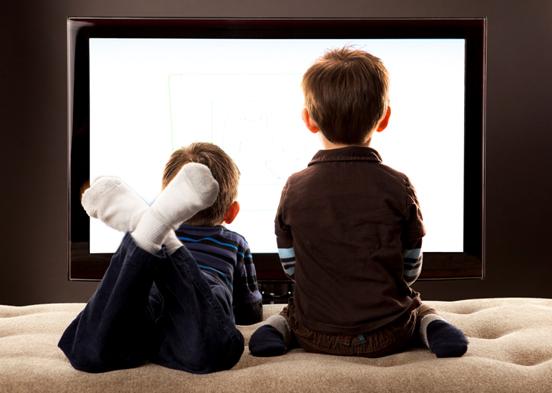 dzieci-przed-tv