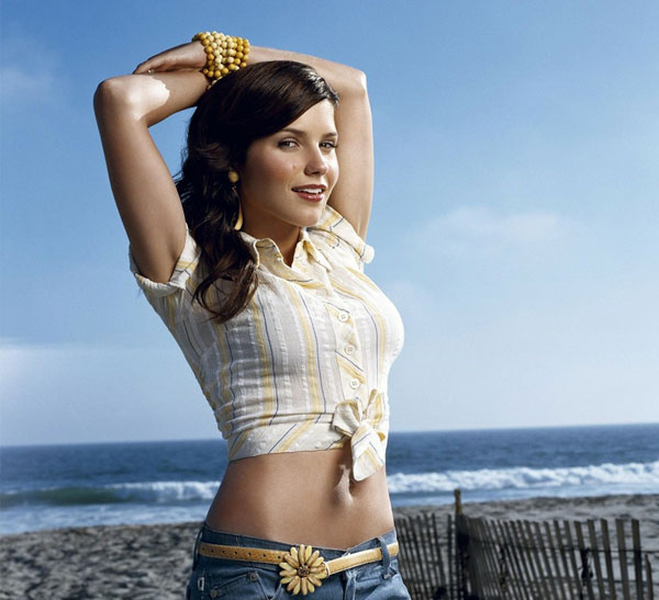 women-beach-sand-sea-shore-sophia-bush-shirt-hands-behind-back-skyscapes-belly-button-sunny-1024x_www.wallpaperhi.com_20