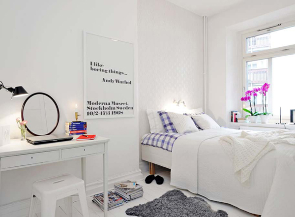 very-bright-bedroom-with-an-integrated-work-space-and-a-few-colorful-touches