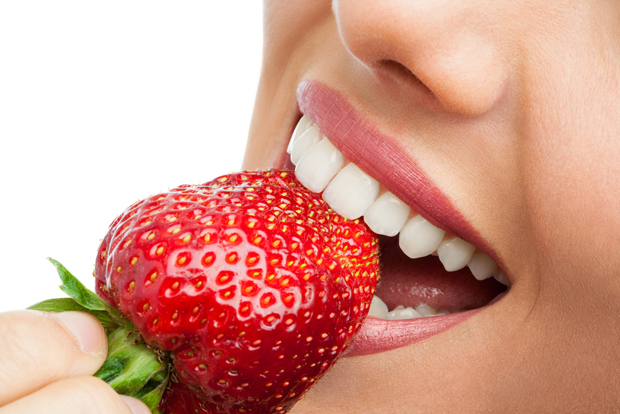 closeup-of-woman-eating-strawberry