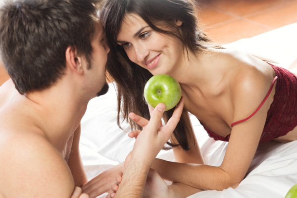 couple-with-apple-aphrodisiac