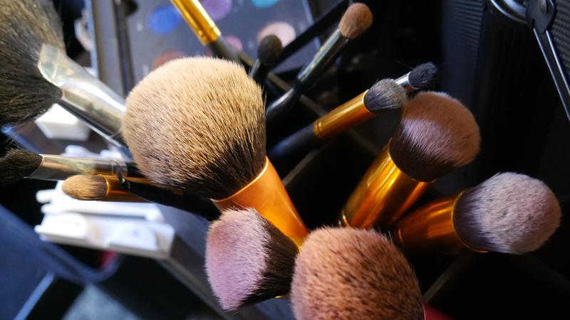 makeup-1593099_1920